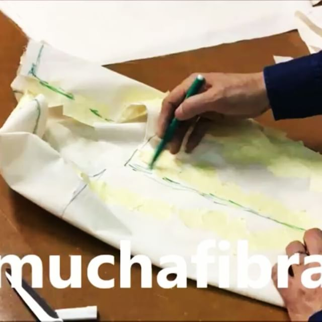 Moulage de pantalón por Shingo Sato  #muchafibra #shingosato #moulage #moulagesobrecuerpo #barcelona #bcn #cursodecostura #patterndrafting #patternmaking #patterndesign #patronaje #costuramedida #altacostura #hautecouture #mademyclothes #doityourself #workshop