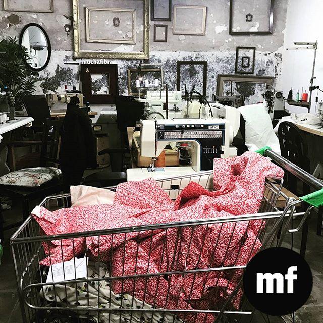 En plena producción  #muchafibra #coworking #doityourself #fashionrevolution