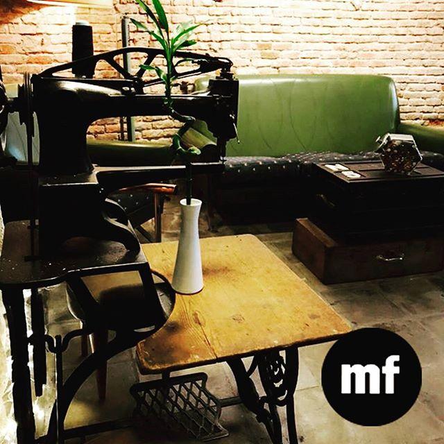 Abierto de las 4pm a las 8pm ! Ven a disfrutar un delicioso croasan francés y un thé natural  en nuestro #cafecostura #muchafibra #barcelona #sunnyday