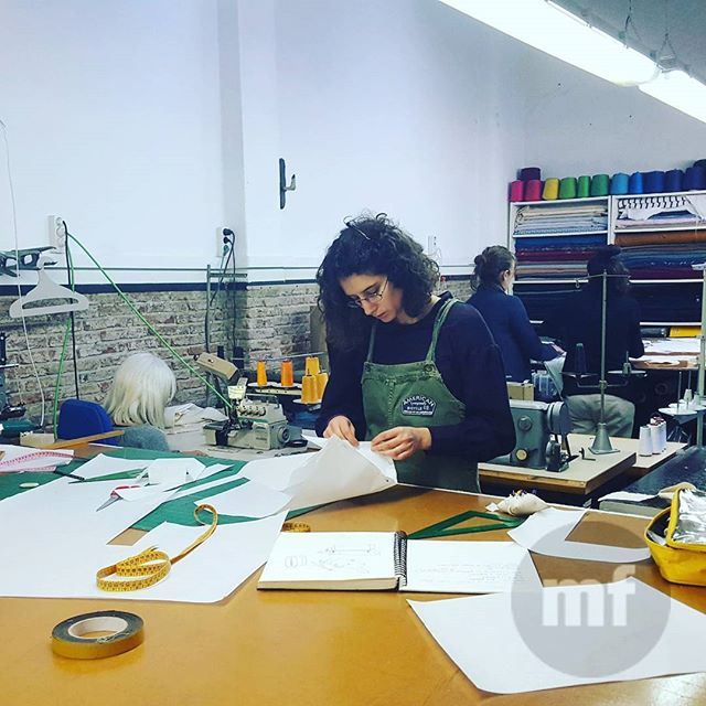 Vive la experiencia coworking y deja de trabajar solo. Monta tus proyectos con nosotros y ven a trabajar en un ambiente rico y creativo ???? #muchafibra #coworkingmoda #coworkers #fromallovertheworld