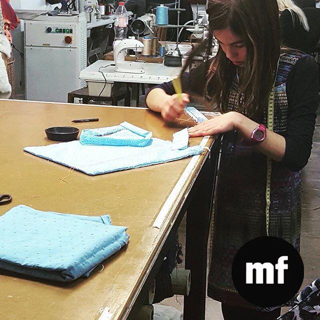 Nunca es demasiado temprano o tarde para aprender! ???? No hay edad para coser ️#whomademyclothes #costura #muchafibra #barcelona
