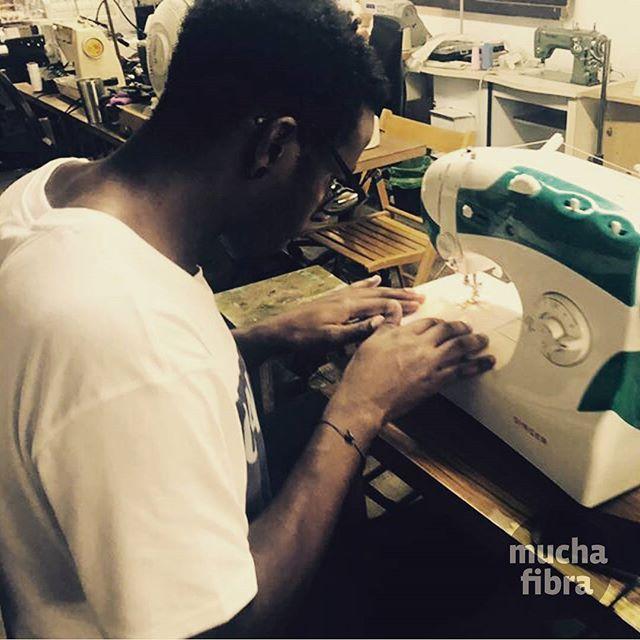 Tienes una maquina de coser en casa pero no la sabes usar ? O quieres mejorar todavía ?  Ven al #taller con ella y te ayudamos ???? #muchafibra #sewingclass #confeccion #aprender #barcelona #patronaje #asistido