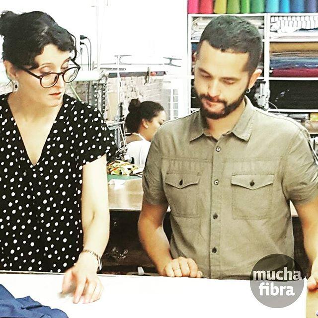 Apúntate con nosotros todos los miércoles de las 10H a la 13H y los viernes de las 18H a las 21H Realiza tu proyecto y nuestra colaboradora profesional te acompaña  #curso #patronaje #asistido #muchafibra #sewingclass #patterndrafting #doityourself #handmade #mademyclothes #modasostenible #barcelona