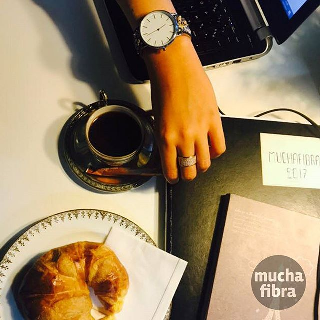 Coffee time  #muchafibra #sunnyday #cafecouture #coworking #workshop #coworkingmoda #coffeebreak #breakfast #croasan #summer #barcelona
