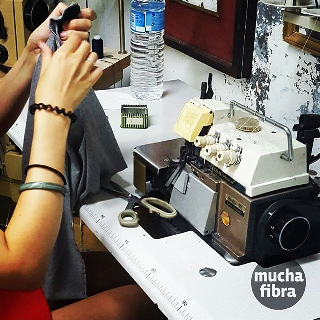Alquiler de maquinaria para los que quieren llevar a cabo sus proyectos, y que no tienen las herramientas ni el espacio en casa  Contactanos ☏???? #muchafibra #coworking #sewing #barcelona #handmade #workshop #startup #modaetica  #slowfashion #fashionrev #doityourself