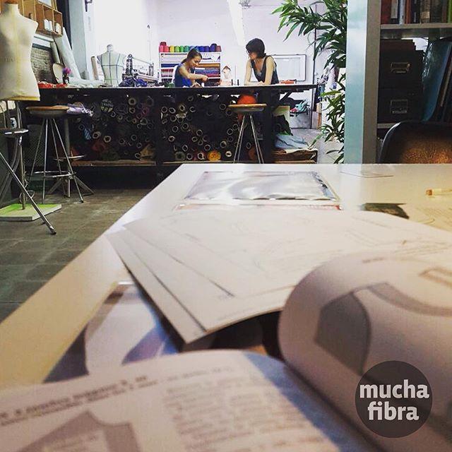 Una semana antes de la vuelta de la clase de #patronajeasistido ! Desarrolla tu proyecto con nosotros y confecciona tu prenda favorita ️#muchafibra #patterndrafting #whomademyclothes #diy #cursodecostura #sewing #slowfashion #pattern #coworkers #modaetica