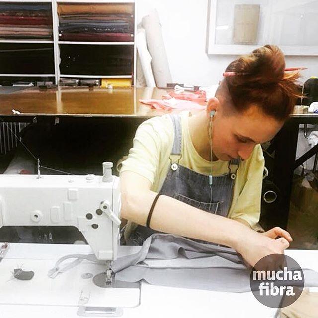 Eres diseñador@ y necesitas espacios con herramientas y máquinas profesionales? Ven a conocernos en muchafibra! Infórmate en nuestra página o llámanos al 935 665 157! #muchafibra #coworking #nomada #workshop #community #coworkers #diy #handmade #designer #socialclub #sewing