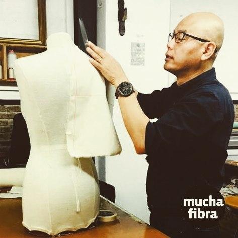 Empezamos el día con Shingo Sato!Con mucha energía y creatividad comienzan nuestras masterclass impartidas por Shingo Sato, Descubre a lo largo de esta semana los diferentes cursos Moulage sobre Cuerpo, de Moulage Creativo, de TR iniciación y avanzado, de origami textil.#muchafibra #shingosato #shigosatobcn #workshop #massterclass #coworking #doityourself #moulage #patterndesign #origamitextil #fashionbcn