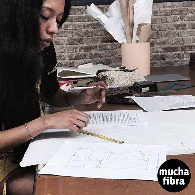Te enseñamos a desarrollar tus propios patrones, te ayudamos a crear tu colección, apúntate a nuestro curso de patronaje asistido todos los miércoles y viernes.Infórmate en nuestra webwww.muchafibra.como llámanos al 9356657#muchafibra #cursos #patronaje #patterns #doityourself #coser #design #coworking #cursosbarcelona #moda #barcelona