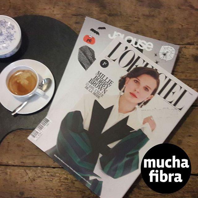 Disfruta en nuestro café couture, en tus descansos entérate de las últimas tendencias,Mirate la increíble portada de @milliebobbybrown para L'Officiel ven a visitarnos!#muchafibra #coworking #cafecouture #barcelona #cafe #modabarcelona #cursos#cursospersonalizados #cursosbarcelona #costura #tendencias #milliebobbybrown #lofficiel