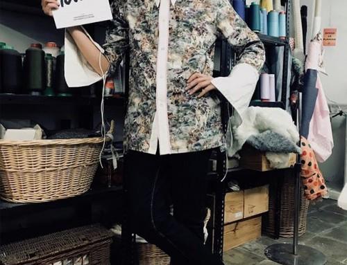Aquí les presento a @marclitus con su ultimo diseño de  camisa difícil de creer que es dentista y profesor, para mi es todo un diseñador!! Esperamos con muchas ganas que saque su colección … nos gusta mucho cuando esta en nuestros curso. Marc es todo un personaje  somos fans!!  #imademyclothes #handmade #diseñador #startup #coworkingmoda #coser #costura #fashionrevolution #barcelona #muchafibra #fashion