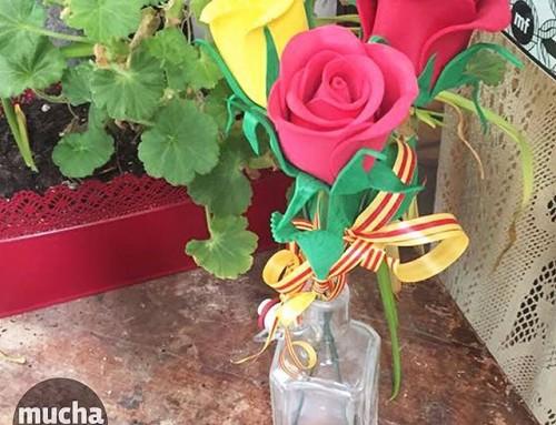 Hoy te invitamos a celebrar la San Jordi con nosotros!! Ven a crear tus rosas desde las  10h30 a 13h30, o por la tarde de 16h30 a 20h. En este curso el  material está incluido! Por 15 euros, puedes crear 6 o 7 rosas  personalizadas Únete a nosotros para celebrar Sant Jordi!! Infórmate!!