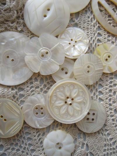 los botones antiguos blancas