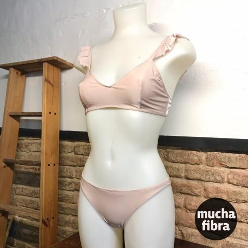 bikini de Annalia en el Curso de Bikini