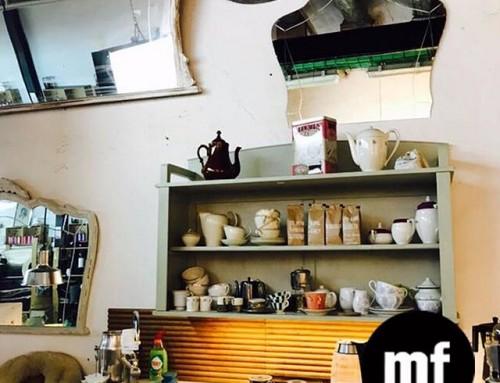 """️???? Nuestro espacio tan acogedor…Relajarte con un café o un """"croissant au beurre"""" en el espacio """"café couture"""" con los otros diseñadores! Estarás en un entorno de muebles vintage y plantas para inspirarte mientras descasas un rato de coser. Pero también puedes  visitarnos cuando tú quieras cada día de la semana, 10-14h y 16-20h y en vez de mirar el móvil nos veras a nosotras durante el proceso de creación y de producción. Un buen plan verdad? #cafecouture #croissant #coffeebreak #socialclub #coworking #comunidad #taller #sewingbarcelona #diseñadores #muchafibra #bcn"""