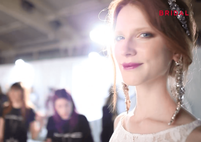 modela maquillada en la semana de moda nupciales