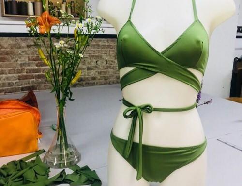 Nuestra nueva alumna Olga se está moviendo rápidamente en el curso de bikini! ¿que te parece este traje? … unas prendas más y nuestra estudiante tendrá una marca ️ Ella comenzó hace un par de semanas en nuestro curso de bikini y curso de patronaje, por lo que ha sido una habitual en el taller últimamente.  Recuerda que tenemos plazas en el curso de bikini el martes por la tarde y el jueves por la mañana hasta el final de julio. En solo unas sesiones podrías tener tu propio bikini con su diseño único @la_felicidad_es_______  #apuntate #muchafibra #cursodebikini #bañador #verano #alumna #creatupropio #costura #clasesbarcelona #moda
