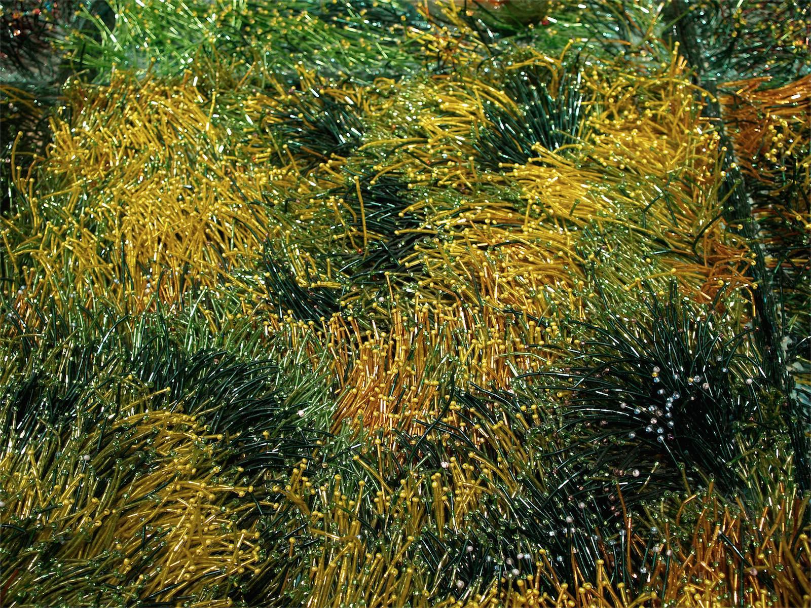 hojas de césped de piedras