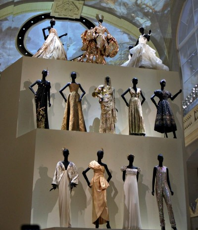 modelas pequeñas con vestidos de Dior