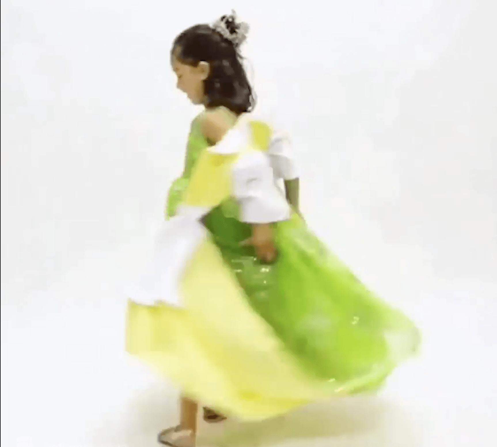 niña con vestido transformando