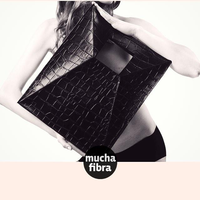 ️ ¿Te gustaría diseñar y crear el bolso que siempre imaginaste? •¡Llámanos y apúntate! 935665157•#handbag #leatherbag #leatherbarcelona #handmade #leatherworkshop #marroquinería #muchafibra #cursomarroquineria #cursocuero #bolsos #mochila #cuero #cartera