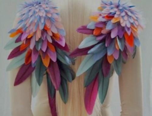 WORKSHOP PLUMERÍA.Incorpora técnicas de alta costura  a tus diseños y crea prendas únicas.10 y 11 de Noviembre #workshop intensivo de introducción a la PLUMERÍA TEXTIL.Plazas limitadas.Llámanos e infórmate!️ 935665157.•• Creación de #nellysaunier•#muchafibra #plumasserie #plumería #tocados #sombreros #fascinator #boda #weddingdress #modabarcelona #handmade #trajesdenoche #arteenplumas #barcelona #diseñadoresemergentes#altacostura #modabarcelona