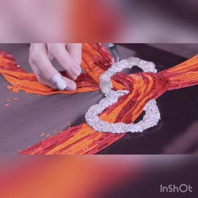 Bordado con Pedrería  Hoy nos #inspira Elsa Schiaparelli  ¡Definitivamente los #detalles marcan la diferencia!.Color, originalidad, sofisticación, elegancia y distinción se pueden lograr gracias al bordado! Ven este fin de semana y descubre mucho mas! 19 y 20 de Enero. ¡Apúntate ahora y obtén un 10% de descuento!️ 935665157•#bordados #bordadobcn #embroidery #altacostura #novias #trajesdenoche #modabarcelona #weddingdress #handmade #cosewing