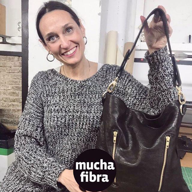 Hoy compartimos el trabajo de @martacercols!  Alumna del curso de #marroquinería, talentosa, emprendedora y siempre con buenas vibras!! 🏻🏻Únete a la #fashionrevolucion, haz tu propia ropa y complementos!•¡Recuerda que el 16 y 17 de Febrero tendremos el WORKSHOP INTENSIVO DE MARROQUINERÍA¡Plazas limitadas!¡Apúntate!.+info ️ que 935665157•#imademyclothes #fashionrevolution #diy #diseñobcn #handmade #marroquinería #muchafibra #cuerosbarcelona #bolsos #mochilas #cursomarroquineria